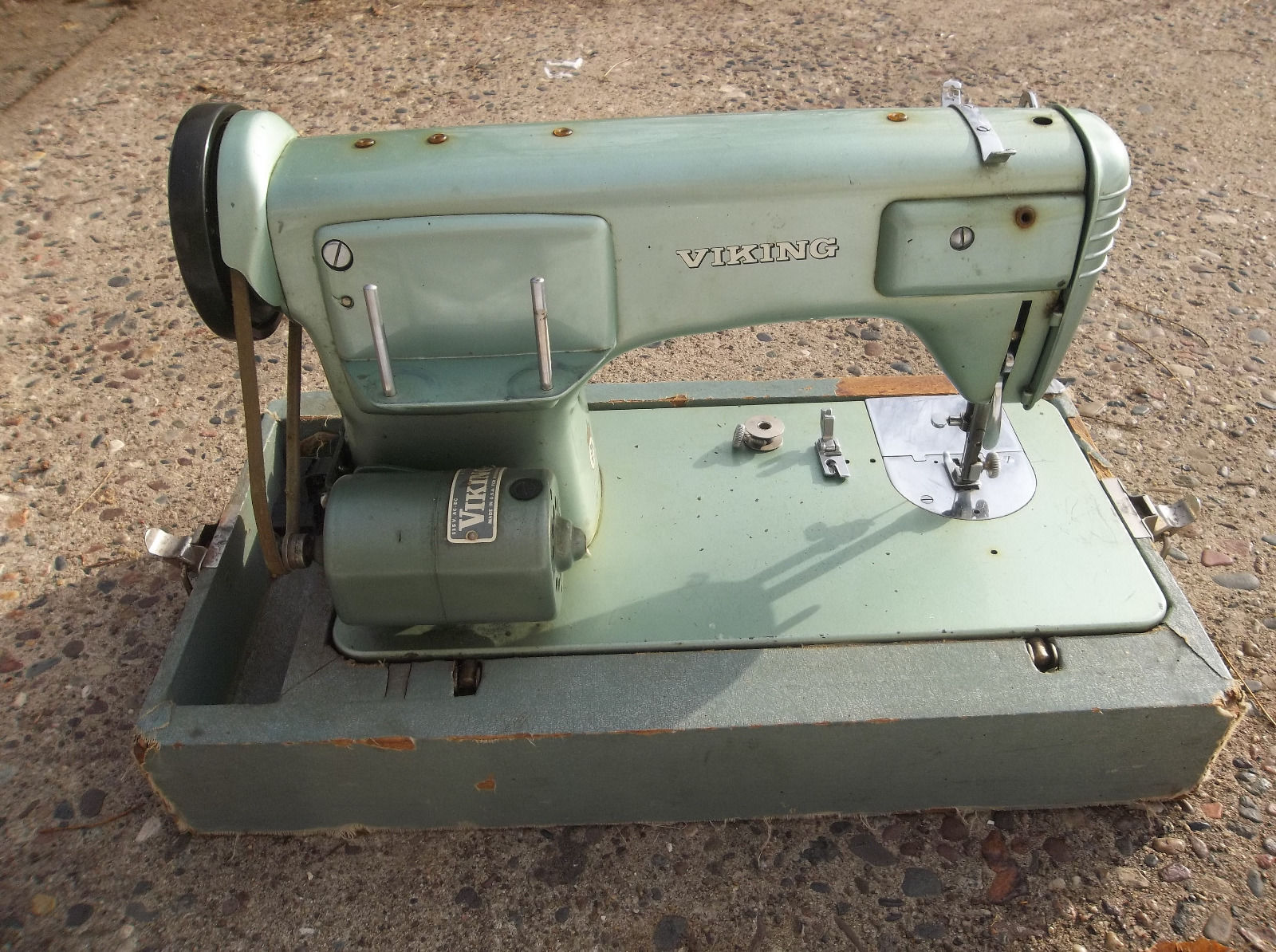 sewing machine obsession – a word is elegy to what it signifies
