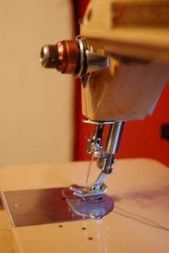 the distinctive slanted needlebar that gives the machine its name.